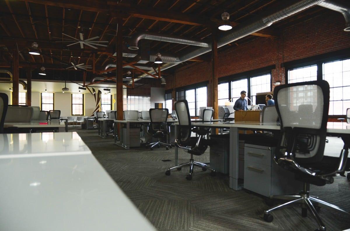 ruang kerja terbuka VS tertutup