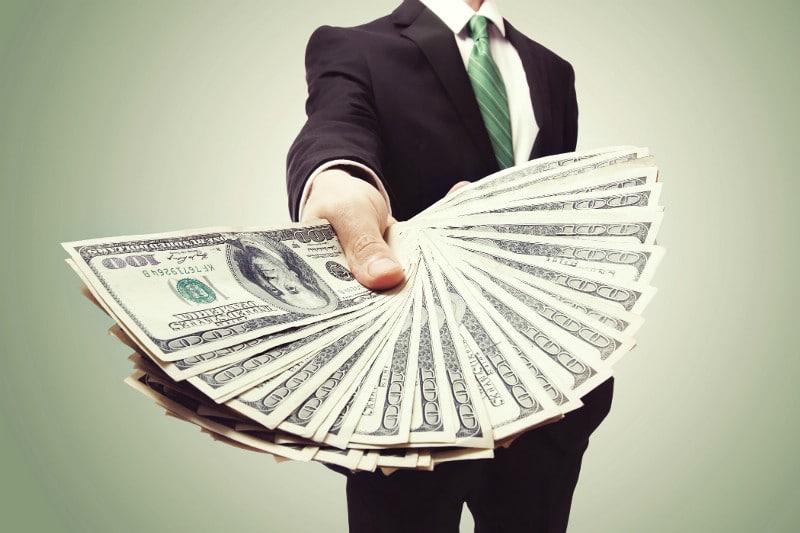 dampak gaji karyawan lebih tinggi